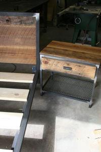кровать и тумбочка на основе металлокаркаса